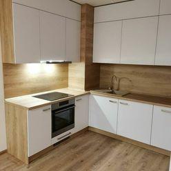 Ponúkam na predaj 4-izbový byt pražského typu .