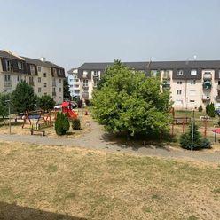 Priestranný 2-izbový byt pri centre na ulici J.Murgaša