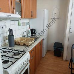 Slnečný čiastočne zrekonštruovaný 1 izbový byt v tichej lokalite Dúbravky