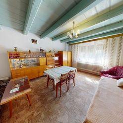 NA PREDAJ rodinný dom v pôvodnom stave a v krásnom prostredí na pozemku o rozlohe 1129 m2 + orná pôd