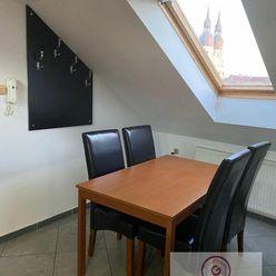 Prenájom - veľký 3 izbový byt