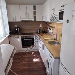 Pekný zariadený 1-izbový byt v Dúbravke na Homolovej ulici