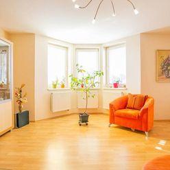 IBA U NÁS!!! Na predaj krásny rodinný dom v Šoporni 200m2 + 82m2