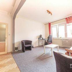 Pozor Znizena cena! Predáme pekne dispozične riešený 2 izbový byt s balkónom v blízkosti Štrkovca