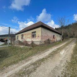 Bývalý areál firmy s dvoma domami a výrobnou halou v krásnom prostredí Malých Karpát