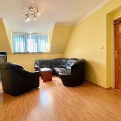 4 izbový svojpomocný, podkrovný byt s garážou na predaj, Komárno