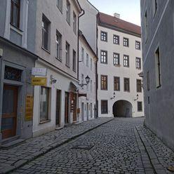 Malý obchodný priestor na pešej zóne v Starom meste