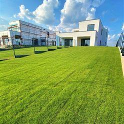 POSLEDNÝ VOĽNÝ LUXUSNÝ PRIESTRANNÝ 3-IZBOVÝ BYT 84,80 m2 V RD SO ZÁHRADOU 319 m2 S PRIAMYM VSTUPOM D