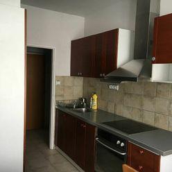Dáme do prenájmu pekný slnečný 3 izbový zariadený byt v tehlovom dome na Mestskej ulici Bratislava I