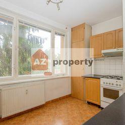 Ponúkame na predaj pekný 3-izbový byt s lodžiou na Višňovej ulici v lokalite Kramáre