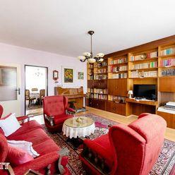 NA PREDAJ VEĽKÝ 3-izbový byt v TOP lokalite v Trenčíne,1x loggia,1x balkón,2x pivnica.Piaristická ul