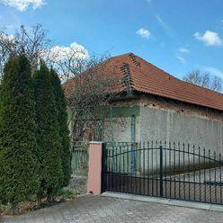 Ponúkame na predaj čiastočne rekonštruovaný rodinný dom v obci Strekov