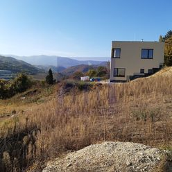 *Ponúkame na predaj pozemok na rodinný dom - 750 m2, lokalita Závoz*