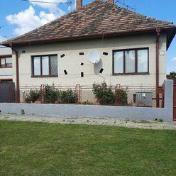 Ponúkame na predaj rodinný dom v obci Štvrtok na Ostrove.