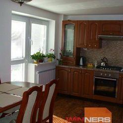 Exkluzívne  na predaj nadštandardný, 2-podlažný priestranný rodinný dom v pokojnej a tichej lokalite