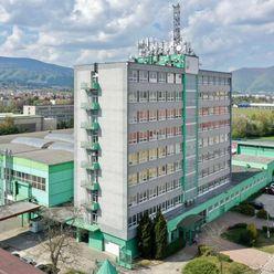Predaj : Administratívna budova s výrobnými halami a pozemkami
