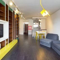 HERRYS - Na prenájom kompletne zariadený priestranný 3 izbový byt s balkónom a terasou v Starom Mest