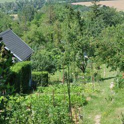 Predaj pozemku s nádherným výhľadom pod lesom a chatou, Bratislaslava - DNV