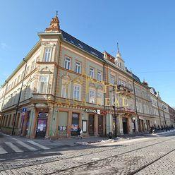 Honosný 3-izbový byt v paláci s park.miestom, Staré Mesto - Hlavná ulica