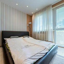 ĽUDOVÁ - kompletne zariadený a zrekonštruovaný byt s loggiou a pekným výhľadom na zeleň na Terase
