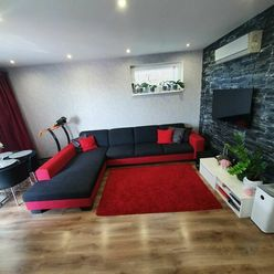 Na predaj moderne zariadený 3 izbový byt s klimatizáciou, s dvoma vlastnými parkovacími miestami pri