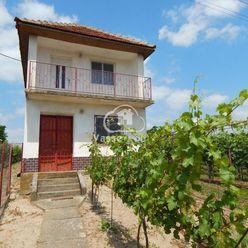 Ponúkame na predaj chatu  v rekreačnej oblasti len 16 km od Patiniec pri obci Búč.