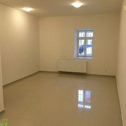 Na prenájom kancelárský priestor 29 m2 - Mariánske námestie Žilina