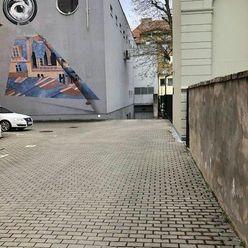 Ponúkame na prenájom parkovacie miesta v parkovacom dome na Zochovej ul.