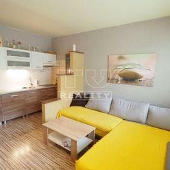 ÚTULNÝ, PREROBENÝ, BEZBARIÉROVÝ, VEĽKOMETRÁŽNY 1i byt ul. Na Hôrke v Nitre s výmerou 49 m2