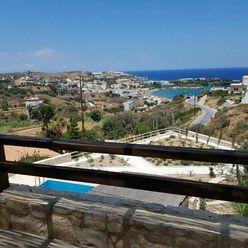 Kamenný dům s bazénem a výhledem na moře, Kréta, Řecko
