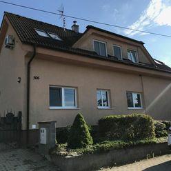 2 domy - 5 izb. a 3 izb. s pekným pozemkom  a bazénom v Suchej nad Parnou.
