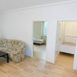 Veľký tichý rekonštruovaný zariadený byt centrum, vhodný aj pre rodinu, voľný ihneď, volajte 0917 3