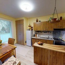 Na predaj 2 izbový byt v Dubnici nad Váhom 52 m2, veľká lódžia