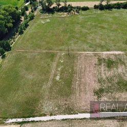 Predaj 6 ar rovinatý pozemok v obci Branč len 13km od Nitry