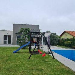 HVIEZDOSLAVOV - štýlový moderný rodinný dom s výborným pozemkom