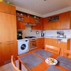 RUŽINOV - ul. Trnavská cesta, 4 izbový byt 82 m2, loggia, kobka, parkovanie