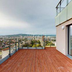 Veľkorysý inteligentný byt s terasou (3D virtuálna obhliadka)