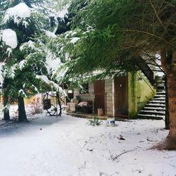 ZNÍŽENÁ CENA!!! Záhradná chatka v tichom prostredí blízko Žiliny, výmera 302m²