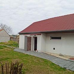 Vidiecky dom + ďalší dom Váhovce