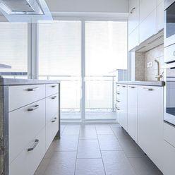 LUXUSNÝ, veľkometrážny 4 izbový byt so zimnou záhradou a veľkou terasou, v obľúbenej obci Dunajská L