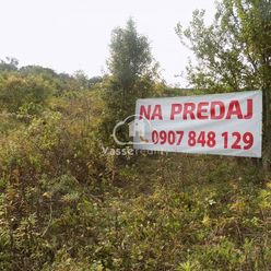 Na predaj pozemok nad kúpaliskom v Podhájskej 1523 m2 a 1524 m2 .