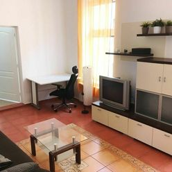 Prenájom, 2-izb. byt, 75m2, Obchodná ulica, Staré Mesto - Bratislava. Klient neplatí províziu RK.