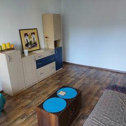 Ponúkame na predaj pekný slnečný 2 izbový byt na Sekieri.