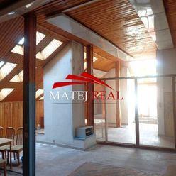 Na predaj 3 - izb. podkrovný byt v centre mesta 132 m2