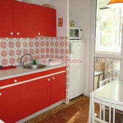 ZARIADENÝ 4 izb. byt s loggiou, ihneď voľný – TUPOLEVOVA ULICA, PETRŽALKA /vrátane energií/