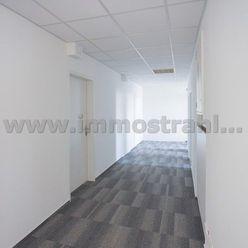 Reprezentatívny kancelársky priestor na predaj o ploche 182,53 m2 v objekte na Nám.SNP