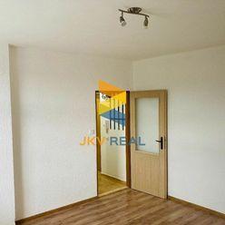 JKV REAL ponúka na predaj 1i byt na ulici M. R. Štefánika v Novákoch