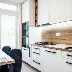 BEDES | Nadštandardný 3 izbový byt, 64m2, loggia, kompletná rekonštrukcia, Handlová