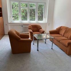 Ponúkame na prenájom priestranný príjemne svetlý byt 4 izbový byt na Chorvátskej s výbornou občiansk