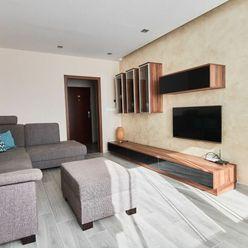 Slnečný 3 izbový byt vo vyhľadávanej lokalite 74 m2 + balkón, Zariadený, Družba